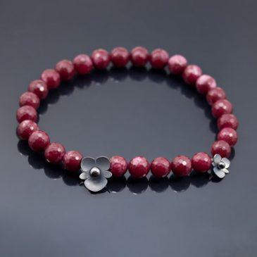 Smycken med vilda begonior. Jewelry with wild begonias.