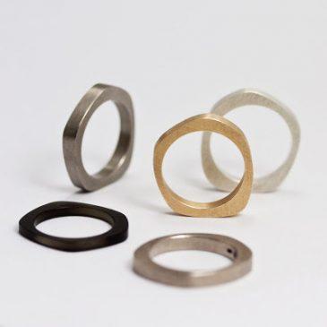 Asymetrisk vigselring. Asymmetrical weddingbands.