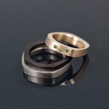 Vigselringar i oändliga variationer. Wedding rings in endless variations.