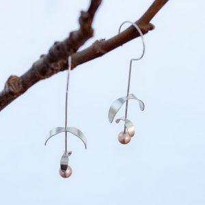 Hängande örhängen kostar mellan 1 500 och 4 200kr. De här mistelörhängena med två bladpar ligger på 2 400kr.