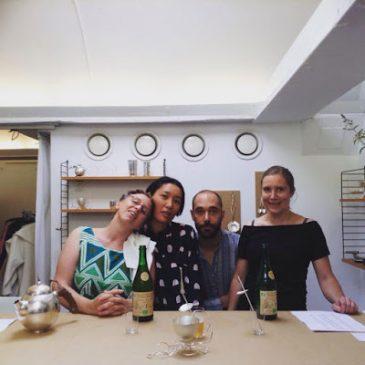 LOD bjöd besökare att dricka ur silver på Galleri SO under Stockholm Craft Fair.