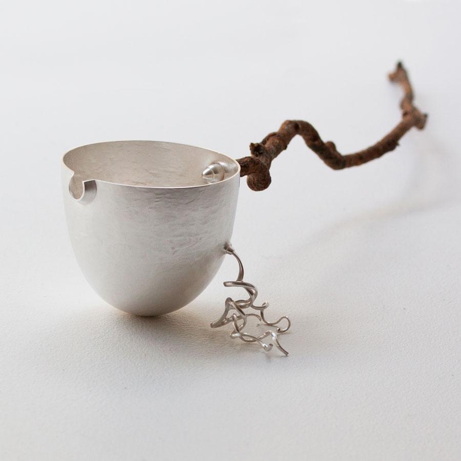 Liten kanna sv silver och gren. Petronella Eriksson