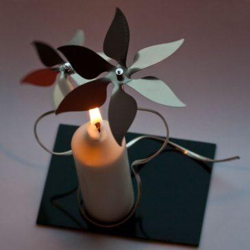 Tysta änglaspel och vackra juldekorationer