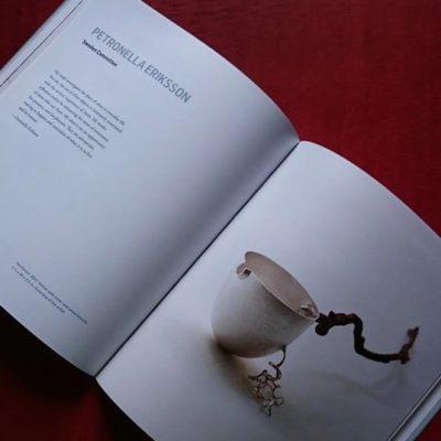 """En av mina sidor i den fina katalogen med """"Skogen"""" silverkanna för mjölk."""