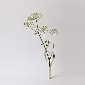 Lätta slingrande silver vaser.